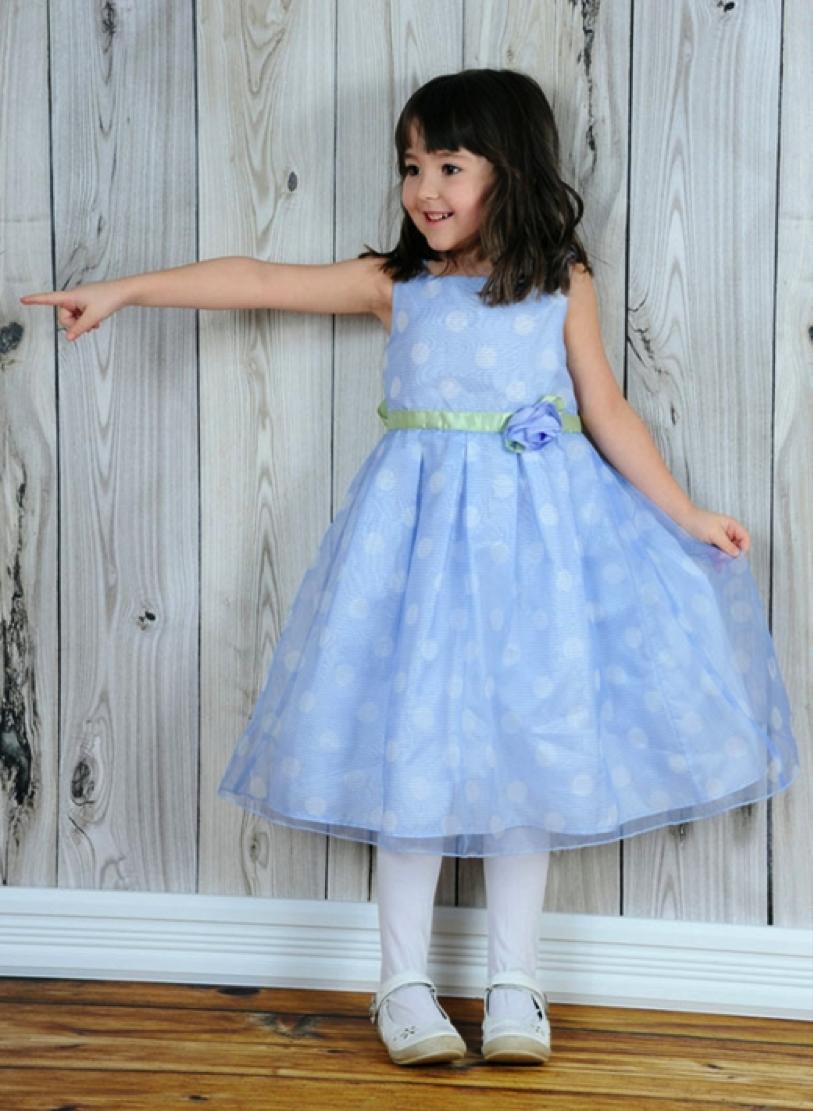 Vestido para daminha cor azul com bolinhas