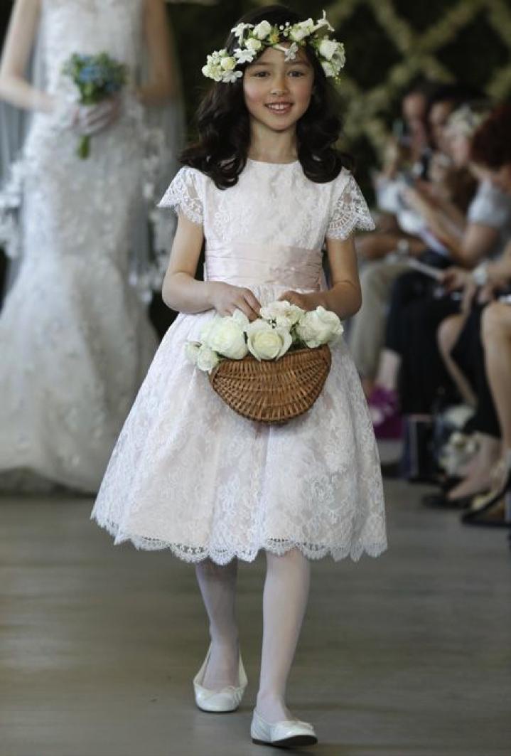 Vestido para daminha no tom branco