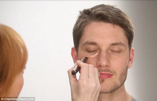 Maquiagem para o noivo