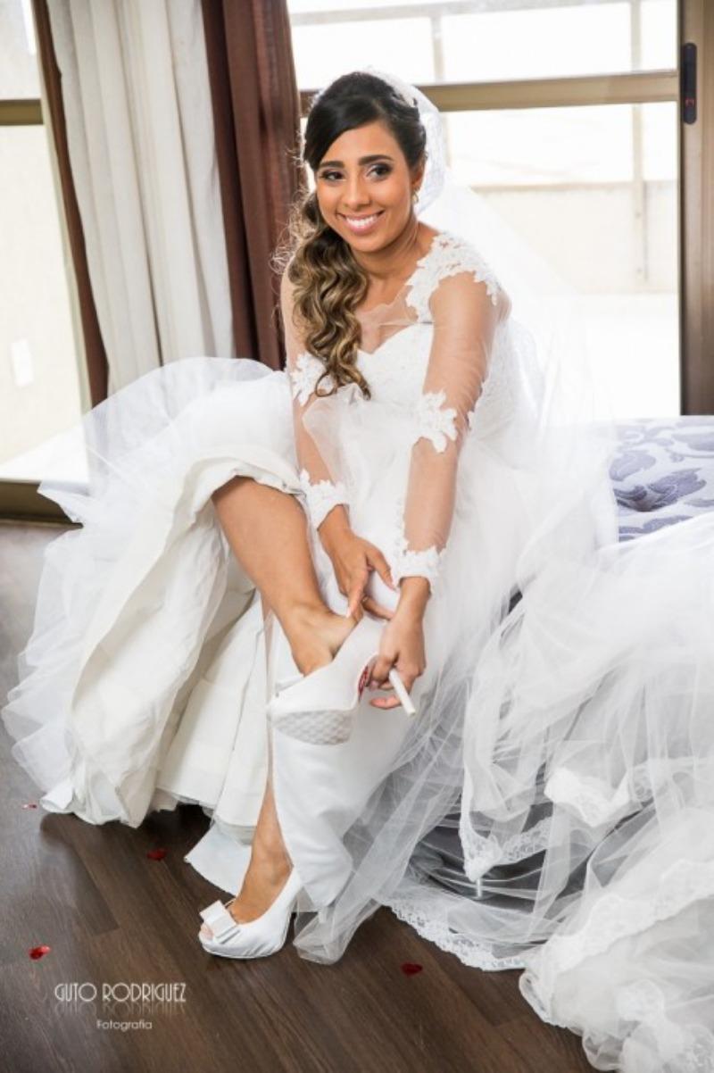 Noiva se vestindo
