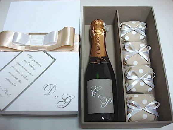 caixa com champagne para padrinhos