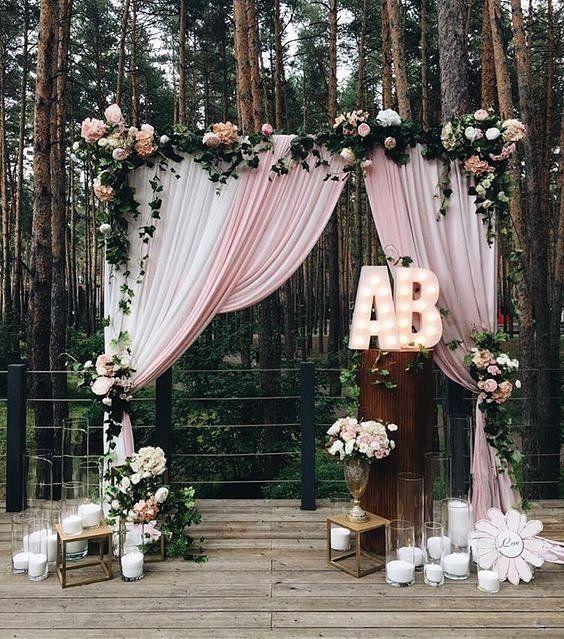 altar com flores e tecido