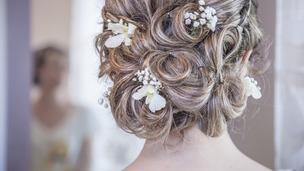 Penteados para noiva com flores naturais