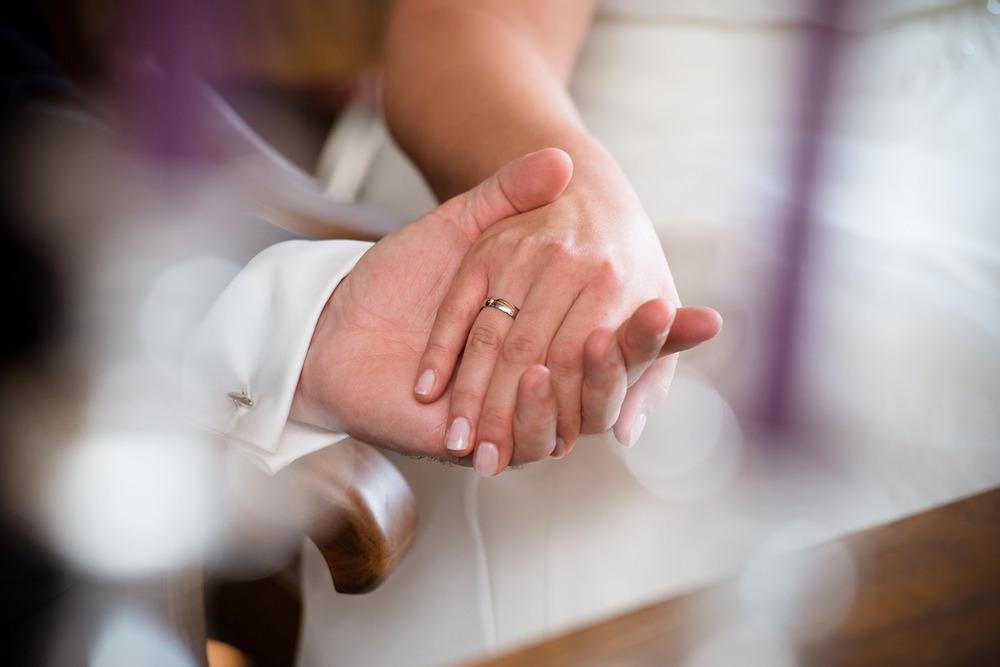 Ritual de casamento troca de alianças