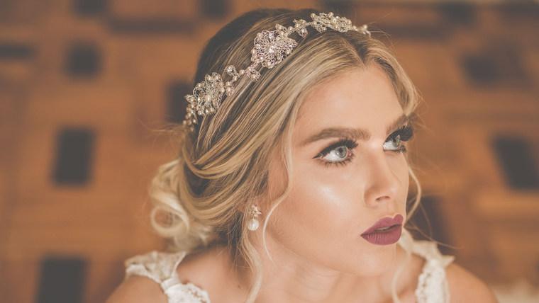 Coleção Jardim Secreto de tiaras para as noivas Aflorar