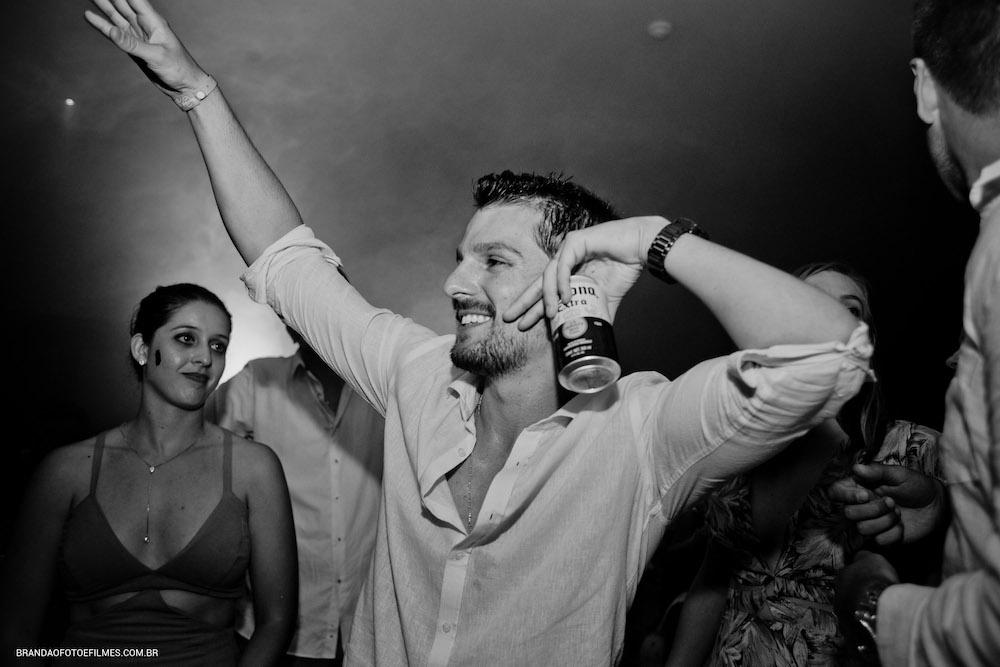 Noivo dançando
